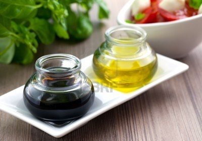 Un vaso de aceite y de vinagre