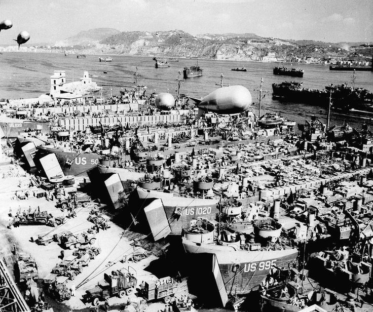 En la madrugada del 6 de junio dio comienzo este histórico acontecimiento con la llegada a la costa francesa de Normandía de un ingente número de soldados aliados, se cifran en unos 160.000, que...