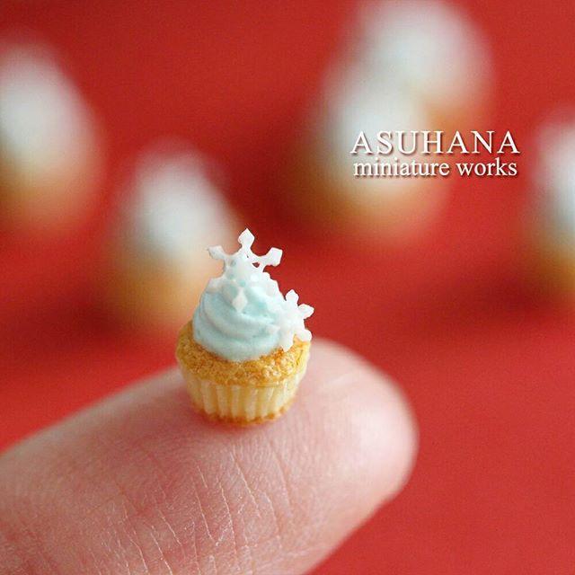 Miniature snowflake cupcake - 1/12 scale