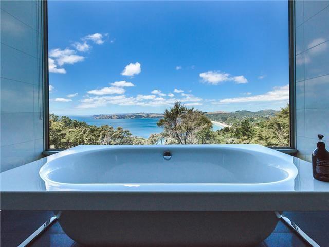 Onetangi Luxury | Be My Guest - Take a bath while enjoying the breathtaking views