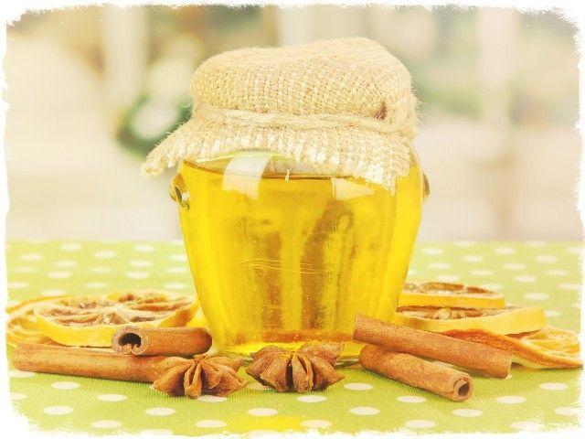 Вкусный мед с корицей