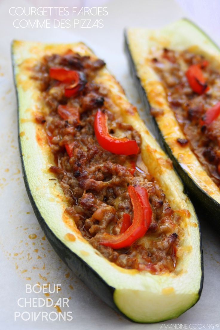 {Pizza boats} - Courgettes farcies façon pizza, boeuf haché, poivrons & cheddar