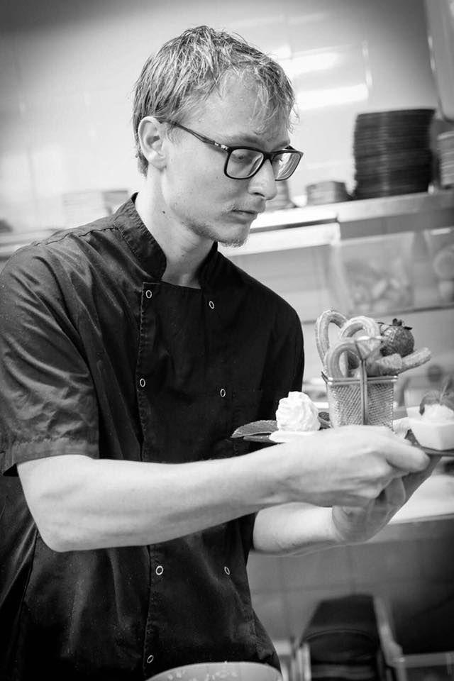 Our chef 👨🏼🍳👨🏼🍳#taverna #chefsworld #wine #and #tapas #foodlovers #foodforfoodies #foodporn #labodega #spain #mallorca #calador