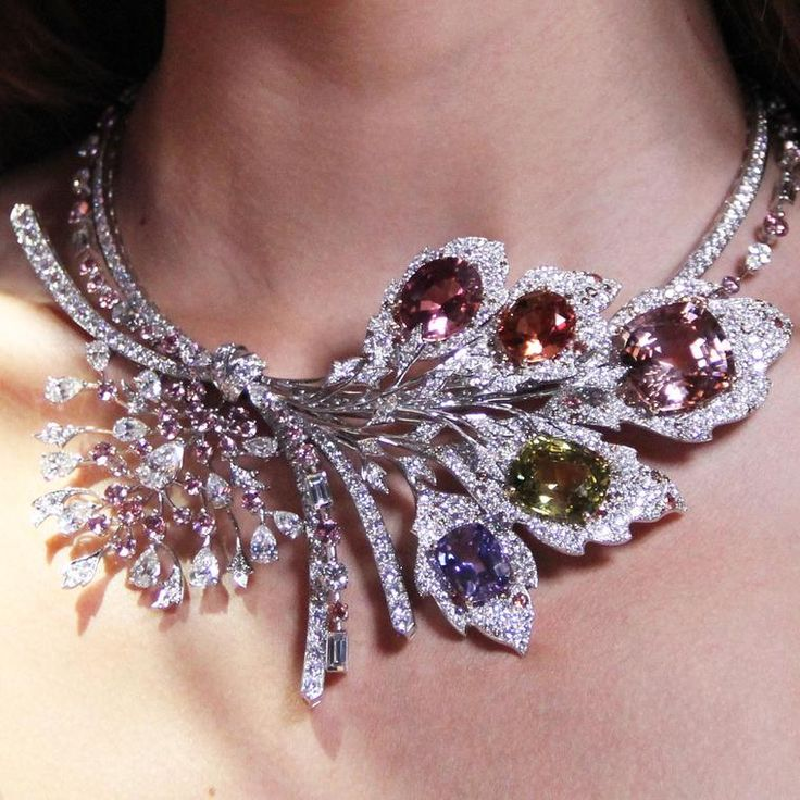 Chaumet est une fête Rhapsodie Transatlantique high jewellery necklace featuring a wide variet of coloured gemstones including a morganite, a chrysoberyl, an Imperial topaz, a pink tourmaline and a tanzanite. http://www.thejewelleryeditor.com/jewellery/article/chaumet-est-une-fete-high-jewellery-review/ #jewelry