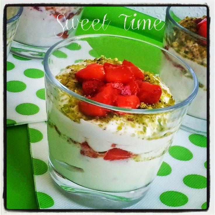 Sweet Time: Mousse di yogurt e ricotta con fragole e pistacchi...
