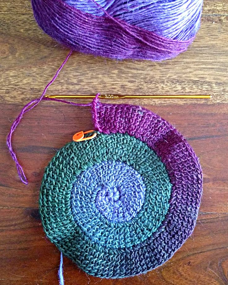 When I first saw a picture of a spiral crocheted with Tunisian technique I immediately had this beautiful yarn in mind to use for crocheting...