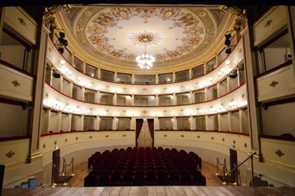 http://www.lifemarche.net/?p=6943 #ARTE – Dal 1872 uno dei teatri più illustri delle Marche, il Teatro Annibal Caro. #CivitanovaAlta #AnnibalCaro #teatro #eleganza #marche #lemarche #febbraio #lifemarche