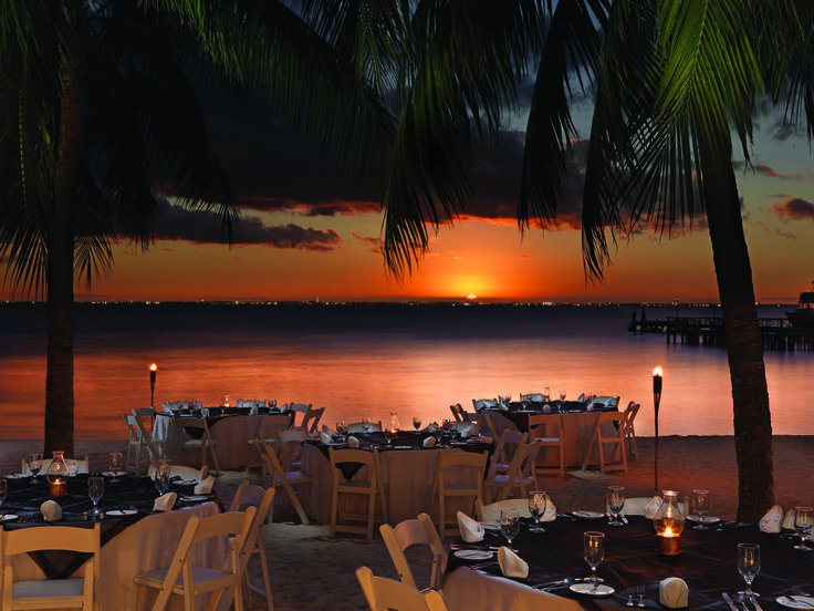 Imagine your wedding reception next to this beautiful sunset! #destinationwedding #palaceresorts