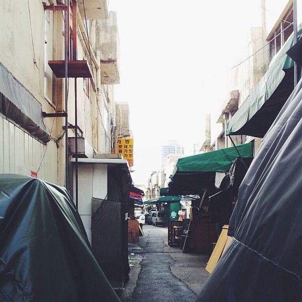 .@hstranger_ | 뒷골목 #뒷골목 #골목 #황학동 #street #backstreet #hwanghakdong #vscocam | Webstagram