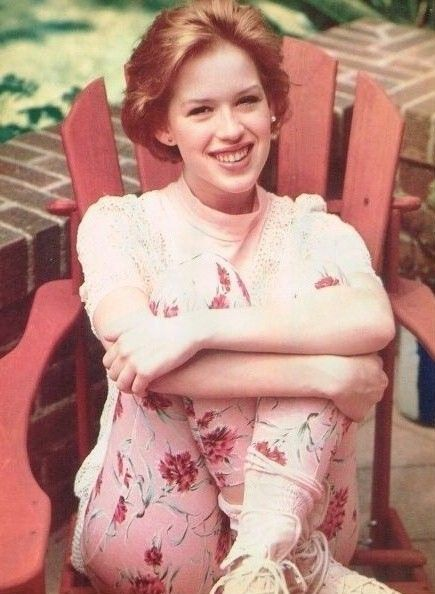 MOLLY RINGWALD pinup - Adorable in pink! THE BREAKFAST CLUB - ZTAMS