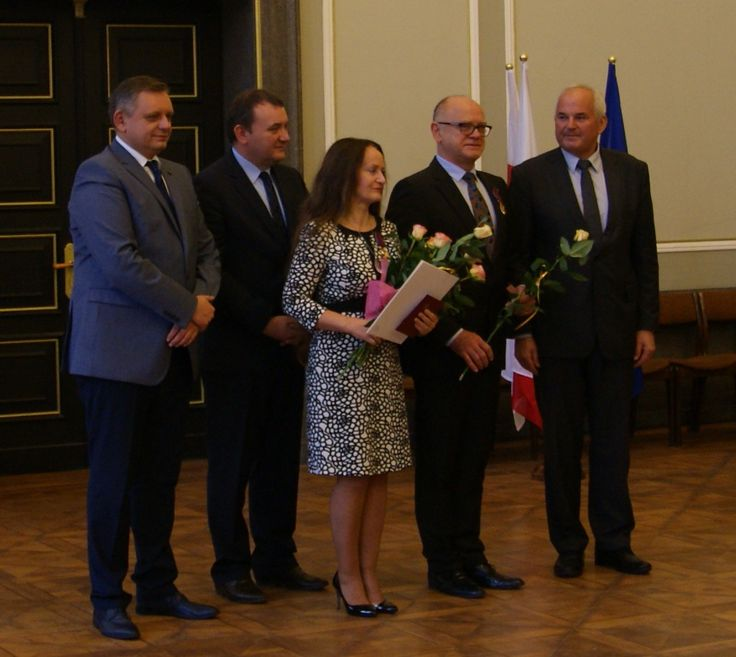 Złote Krzyże Zasługi dla Urszuli Kurtiak i Edwarda Ley za rozwój i popularyzację sztuki introligatorskiej i promocję kultury polski ej