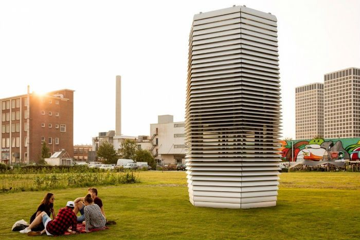 A new multi-storey air purifier could play a pivotal role in reducing smog levels in urban environments.
