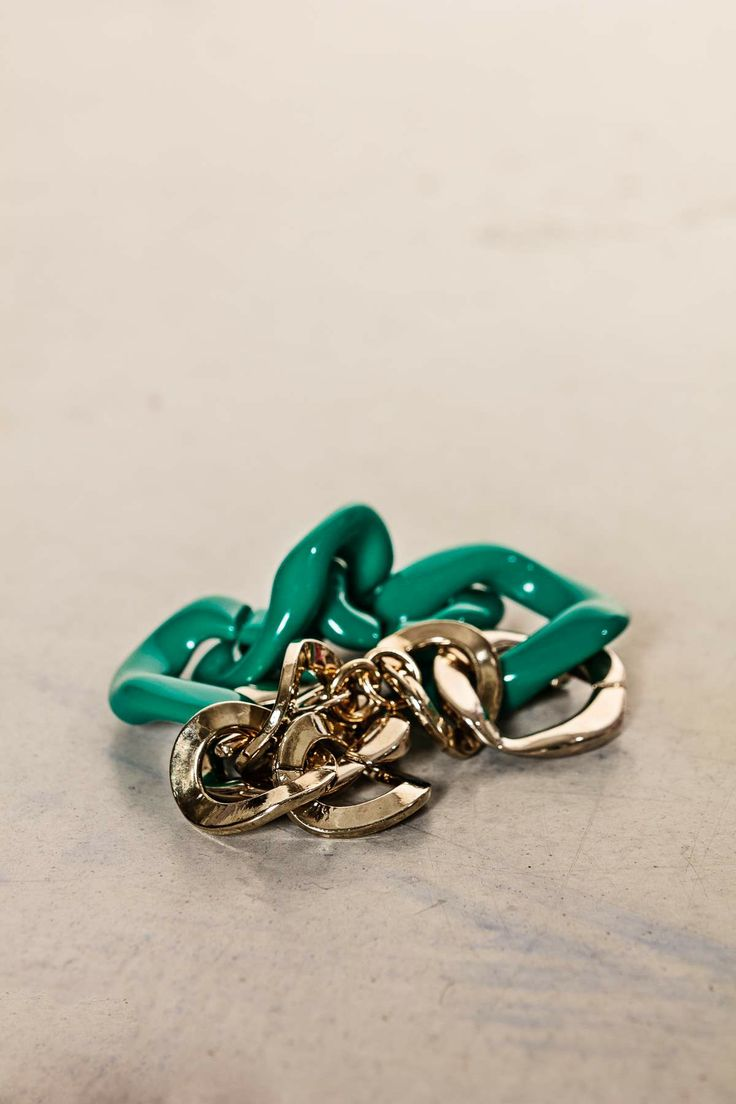Bracciale catena verde. #scervinostreet #accessorize #shoponline #dressingfab