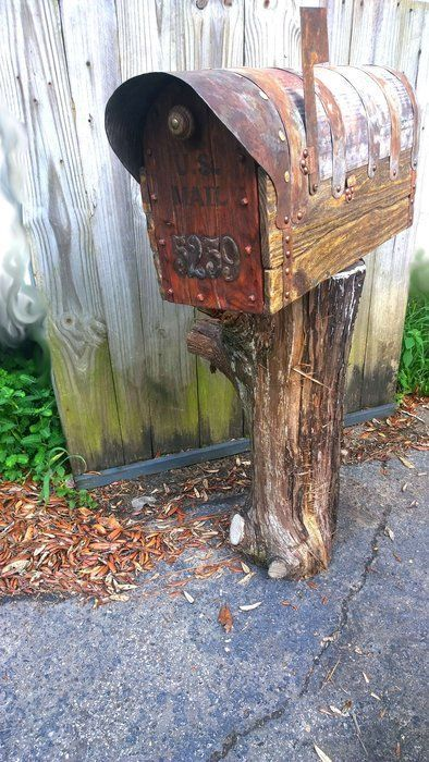 DIY Rustic mailbox with cedar door #woodworking #western #country