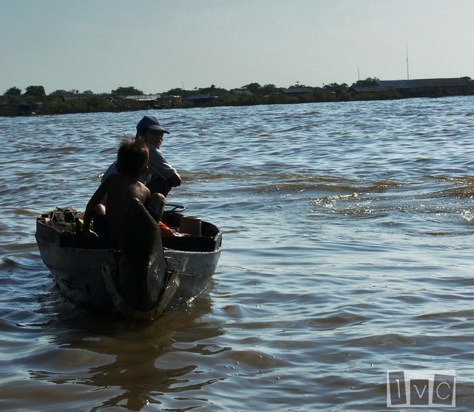 Pescador en Lago Tonle Sap