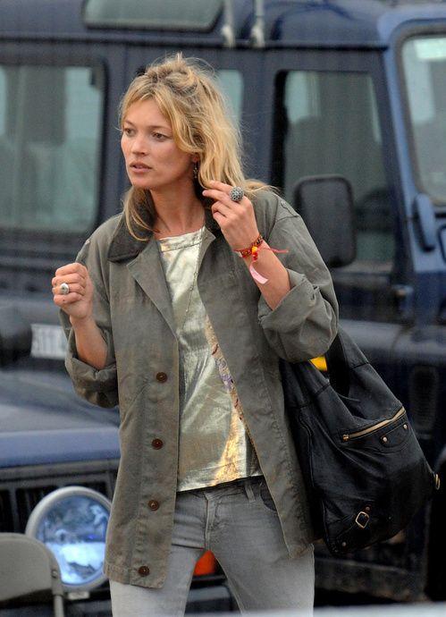 Les looks de Kate Moss au festival de Glastonbury, chemise militaire kaki