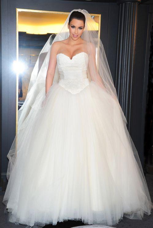 Kim Kardashian en robe de mariée Vera Wang pour son mariage avec Chris Humphrey