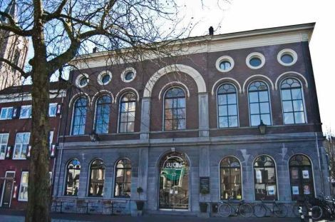 Lucas Drinkwinkel aan de Grote Markt in Schiedam.