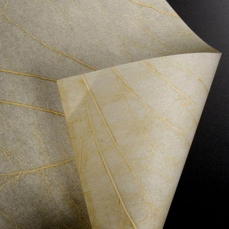 """PLÁSTICO PERGAMINO - Este material al que llamamos """"pergamino"""" imita los cálidos tonos de la piel curtida. Con él podrás crear tus propias pantallas de lámparas. VARIOS MODELOS."""