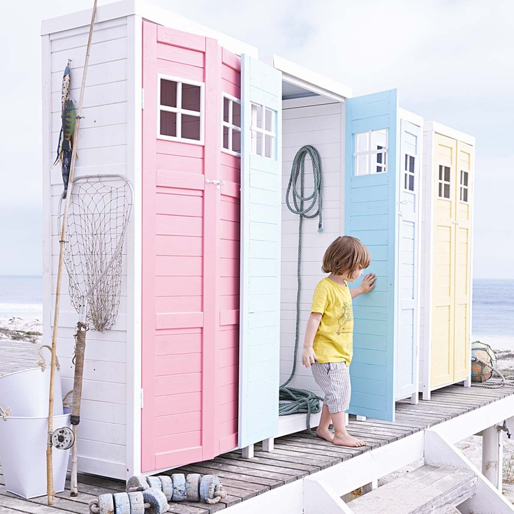 love this white garden shed in summer/ice cream colors. Would even fit on a balcony.