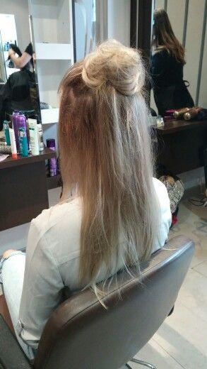 Racine cendr avec balayage blond blanc qui donne un beau blond bb tr s naturel halfbun - Balayage blond blanc ...