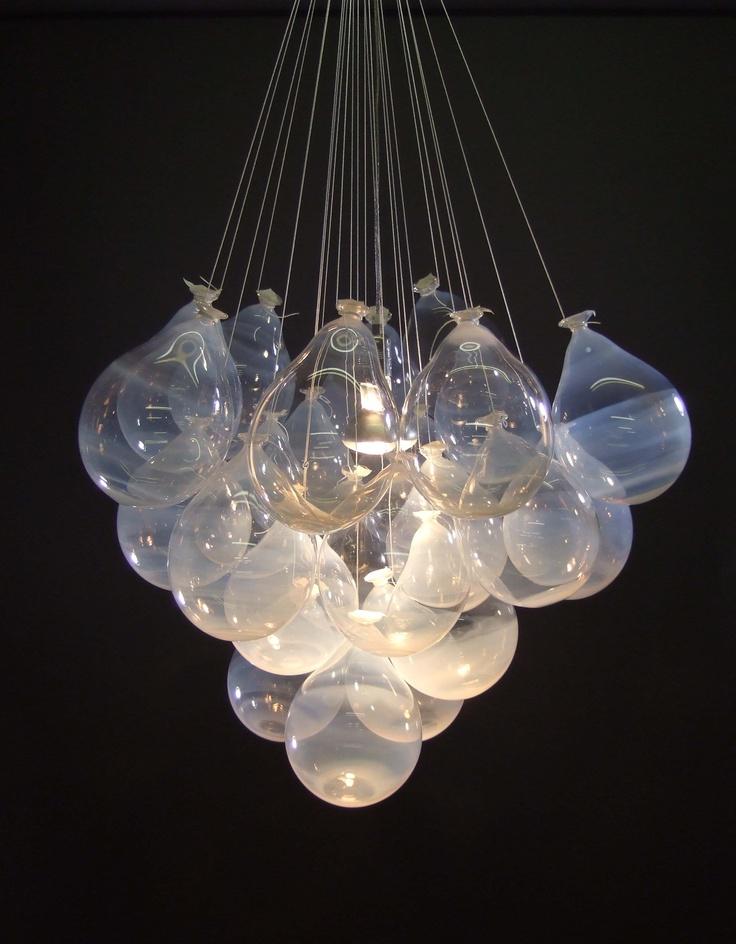 Impresionante lámpara con globos cristal, sencilla y espectacular el efecto http://www.fiestafacil.com/ Matteo Gonet, Glassworks Münchenstein: Ballons, 2007