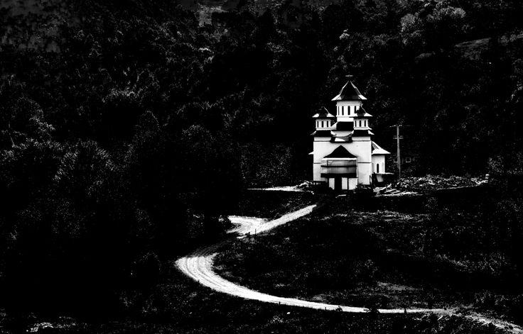 """Biserica cu hramul """"Sf. Nicodim de la Tismana"""" Foto: Marius Mihalache"""