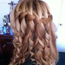 También podemos hacerte ondas en tu cabello y trenzarlo para darle volumen. Lo puedes usar en una ocasión especial!