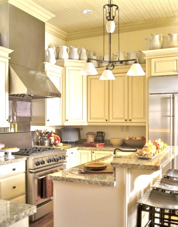 kitchen counter ideas: Kitchens Interiors, Kitchens Design, Cabinets Colors, Country Style Kitchens, Off White Kitchens, Breakfast Bar, Kitchens Islands, White Cupboards, Granite Countertops
