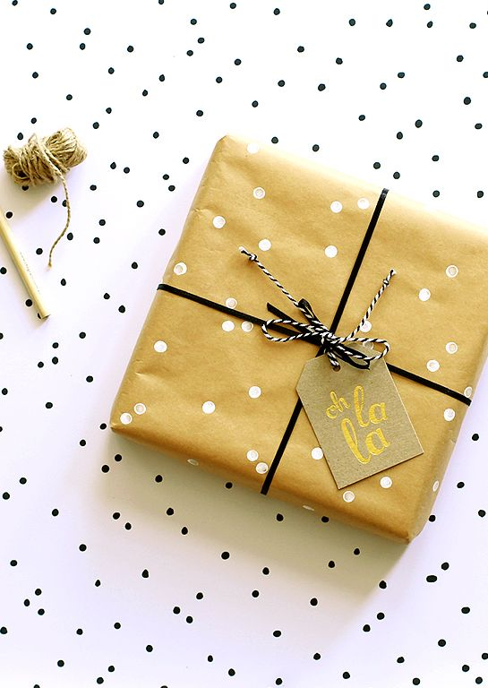 Ritual 'oh la la' deluxe gold gift tag. Perfect for finishing off a beautifully wrapped gift, this one works a treat for celebrating all kinds of success and good times.