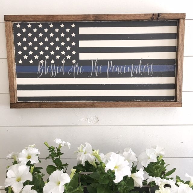 Love this sign honoring our brave men & women who put their lives on the line to keep others safe! Thin Blue Line | Peacemakers (aff link)