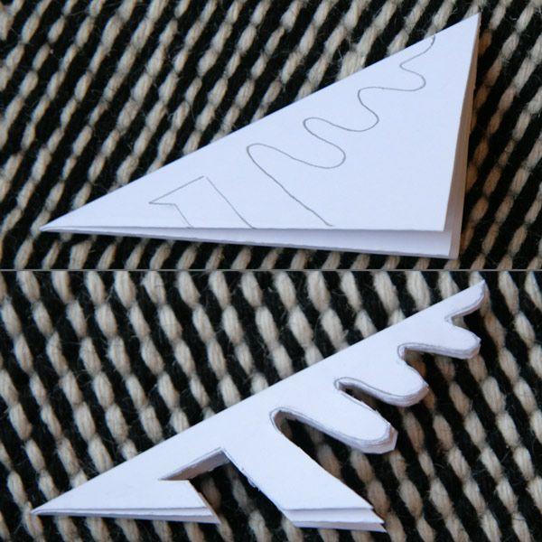 Je continue la série des flocons de papier par deux pliages classiques qui donnent des flocons de neige traditionnels, typiques, qui ressemblent vraiment à des flocons de neige. Pour les réaliser, pliez votre papier comme expliqué hier puis tracez sur une face les traits avant des les couper, c'est beaucoup plus facile. Munissez-vous de ciseaux qui taillent bien car il faut couper un certain nombre d'épaisseurs de papier ! Flocon archi-simple Pour celui-ci, il suffit de couper des lignes…