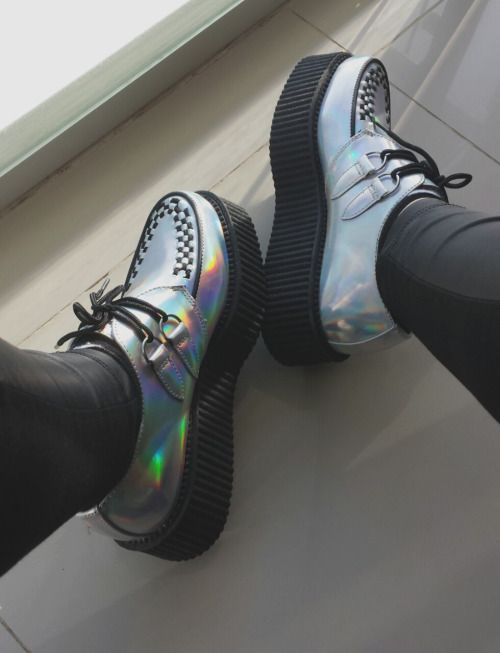 Holographic Creepers Shoes - http://ninjacosmico.com/9-fashion-tips-pastel-grunge/