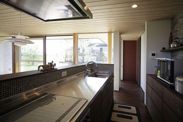 File015 世界に1つだけのキッチン‼️引き出しの寸法など、細部までこだわり設計してます。またリビングの建具と色合いを合わせた木製の面材を使用し、トータルでコーディネートしてます。お料理上手な奥様こだわりのオリジナルキッチンです‼️#キッチン#収納#ママスペース#水栓#照明#パントリー#ステンレス#