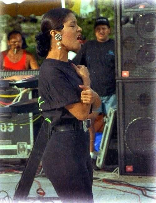 Selena always sang with so much passion♥♫