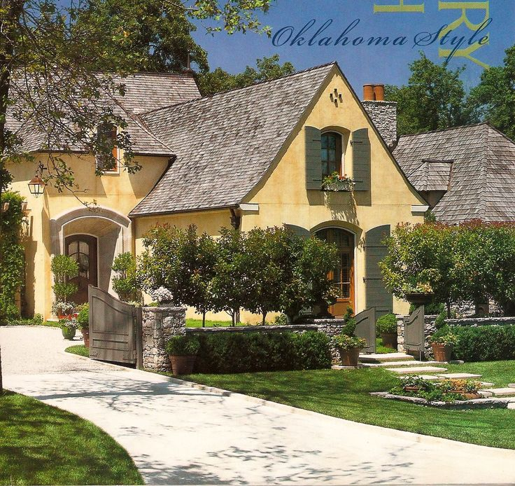 Front Home Entrance For German House Architecture: Best 25+ Driveway Entrance Landscaping Ideas On Pinterest
