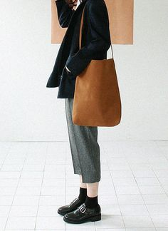 I don't know why I love this so much but I do. Creased pants? ahh! #womenswear #style #minimalism