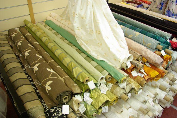 Notre gamme de soies sauvages pourra satisfaire vos désirs de créations. Elles sont disponibles au rayon Couture & Haute Couture de votre magasin Ellen Décoration.