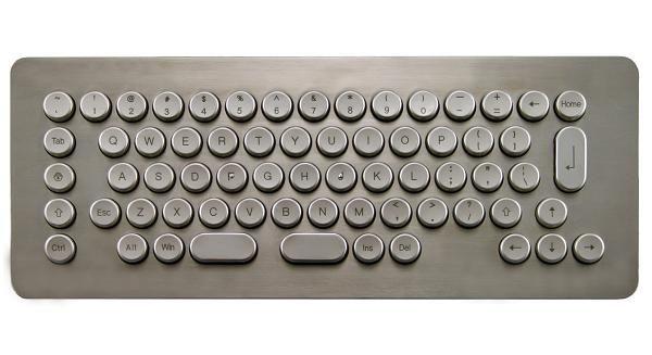 メタリックキーボード。ミッションインポッシブルってかんじカックイー。
