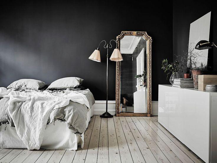 Match made in heaven: donkere muren in de slaapkamer met een licht linnen dekbed