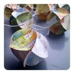 Globelamp - hergebruikte wegenkaarten