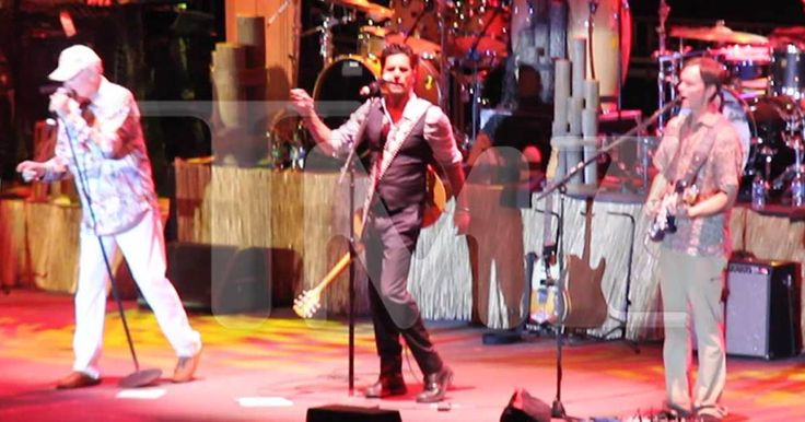 John Stamos reunited with the Beach Boys and brought the house down. Stamos -- who has been a regular at shows in the past -- performed at the L.A.…