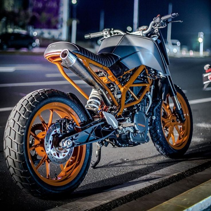 Oh What Fun: rear of the @StkdSurfMoto KTM DREADNOUGHT Duke 390. : @JoncySumulong. :: #ktm #ktmduke #duke390 #tracker #streetfighter #hooligan