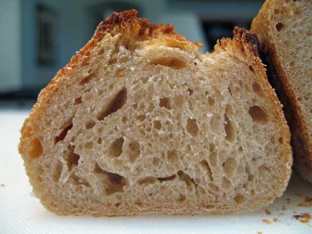 Se presupune că pâinea dospită își are originile în Egipt, cu aproximativ 1500 de ani î. H. Oamenii au descoperit atunci că amestecul de făină cu apă, în contact cu…