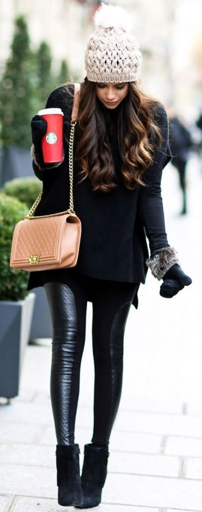 Winter look | Leather pants, beanie, black sweater and mitts