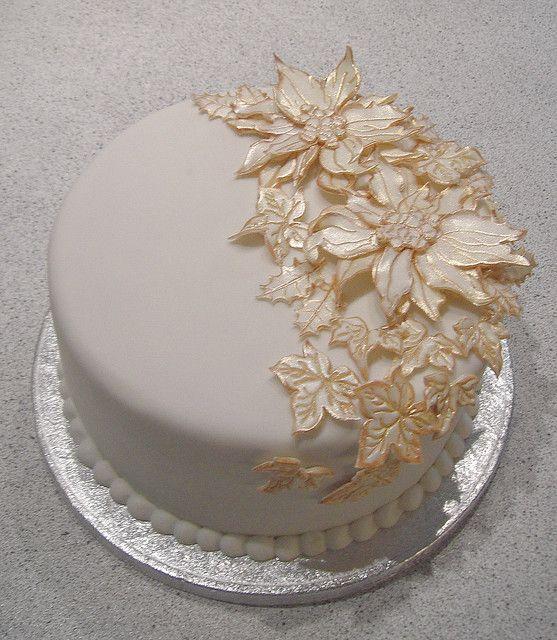 Poinsetta christmas cake by cakejournal, via Flickr