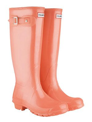It's a campus staple for a reason - the Hunter Original Tall Boot gets high marks for being water-resistant. #rainboots #fall #weather