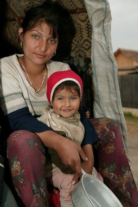 Roma gypsies, by Peter van Beek.