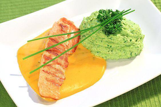 Grillad Lax med broccoli, valnöt & avocadomos och apelsin & saffranssås