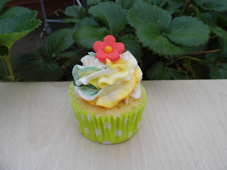 Cupcake con Buttercream de Mango.    www.monicacupcakes.blogspot.com